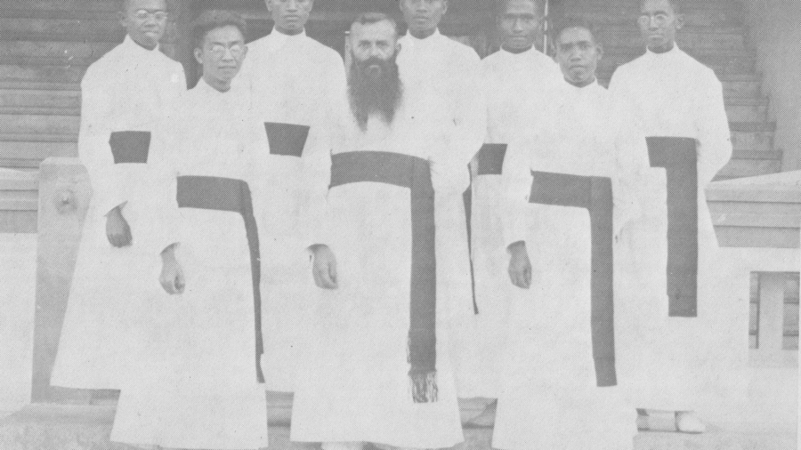 07. P. Koemeester dgn novis angkatan pertama 1933 (2)